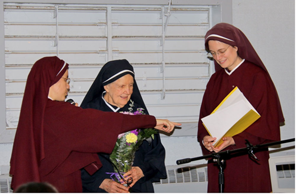 Mother Julia receiving her spiritual bouquet