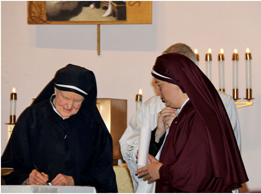Mother Julia signing Sr. Maria Damiana's vows