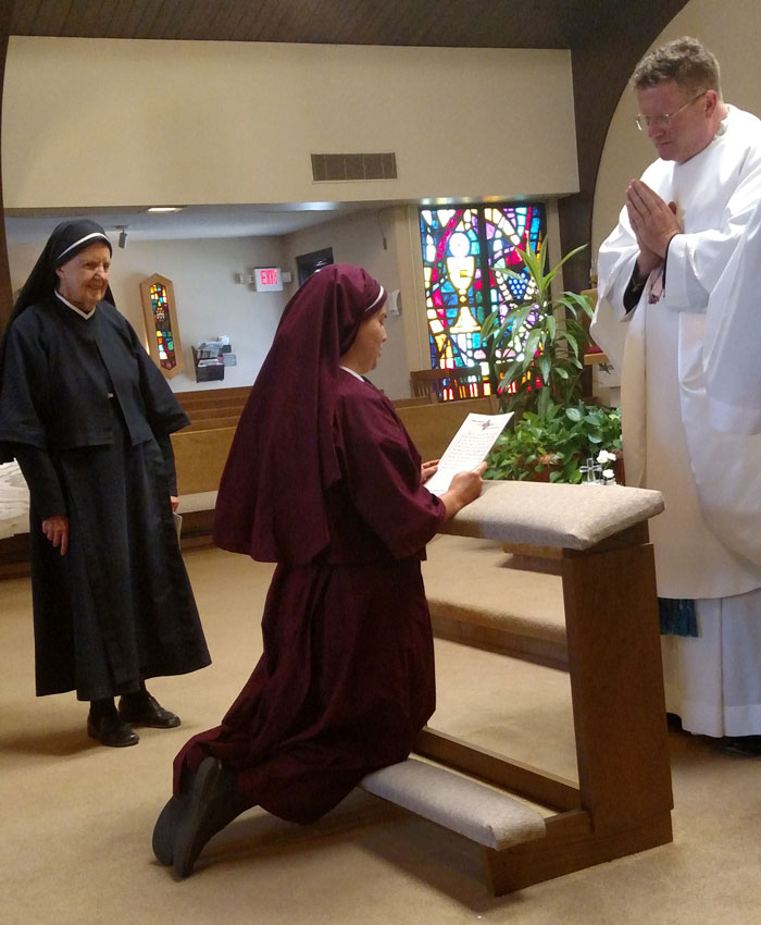 Sr. Maria Damiana reading vows