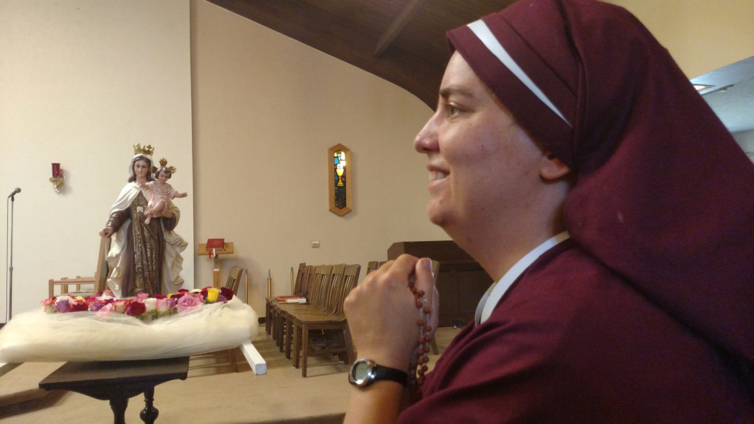 Sr. Maria Damiana praying